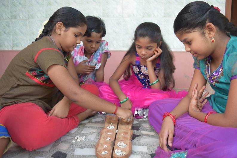kids_playing_pallanguli